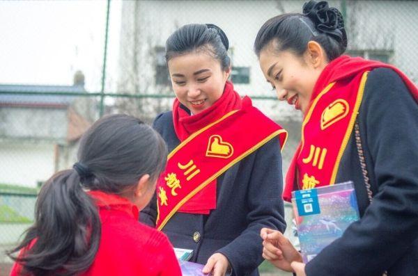 川航志愿者走进蒲江金钥匙小学