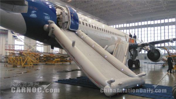 青岛航空完成滑梯抛放测试