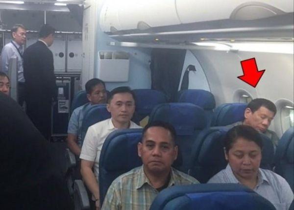 为节省公费 菲律宾总统坐经济舱飞返马尼拉