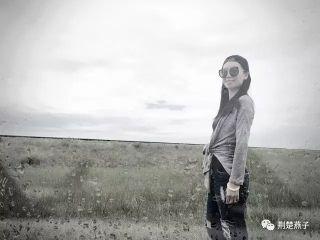马尾辫,清新的素颜,修长的身段,1992年出生于武汉,毕业于中国民航飞行学院的朱晨处处散发着青春的气息。/荆楚燕子图