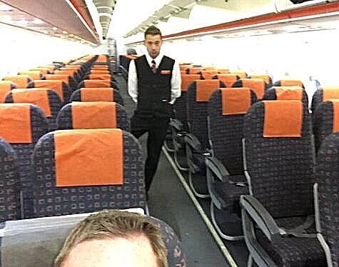 """瘫痪BBC记者炮轰:下机时被""""遗忘"""" 滞留30分钟"""