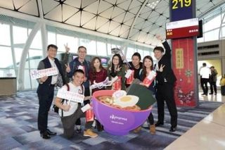 香港快运与日本香川县携手创作客机机身涂装