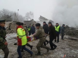 土航坠机救援人员发现飞行员和15名居民尸体
