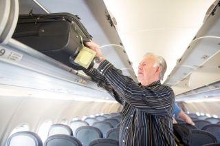 美航要推廉价机票!乘客使用舱顶行李箱须付费