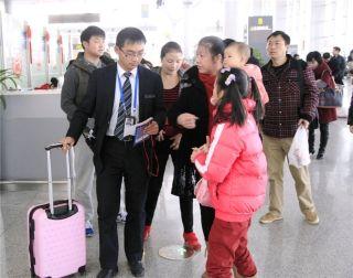 """南航贵州为""""无陪旅客""""开通绿色通道"""