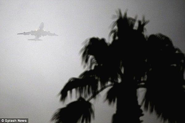 奥巴马专机盘旋40分钟3次降落失败后备降