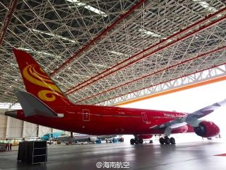 As Chinese Lunar New Year approaching, Hainan Airlines unveiled a special all-red livery on a Boeing 787-9 Dreamliner (B-6998) via its Weibo account on January 22.