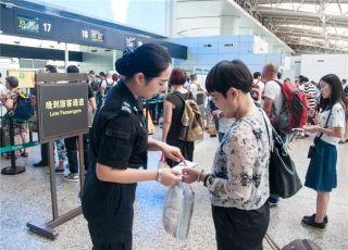 春运8天 白云机场查获行李夹带违禁品1.2万件