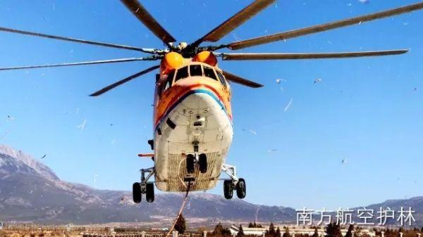 坚持到最后!灭火后 直升机转入火场清理工作