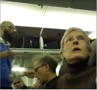 妇女航班上吼叫特朗普支持者 被请下飞机