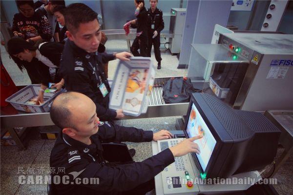 安检开机员:盯屏幕是技术活,更是体力活