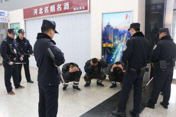 唐山机场警民联动 开展防暴恐突发事件应急演练