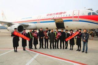东航上海飞行部领导大年初一慰问出差机组