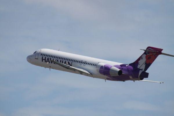 客机被迫右转避让 小飞机未获许可起飞险酿祸