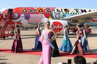 "Chalita ""Namtan"" Suansane, Miss Universe Thailand 2016, poses with other Asean beauty queens in front a Thai AirAsia aircraft with a Thai silk cloth pattern and the words ""Amazing Thailand"" printed on it. A ceremony to inaugurate the aircraft was held at Khon Kaen airport. (Photos by Jakrapan Nathanri)"