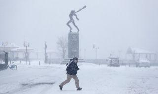 暴雪袭击美国东北部 三千多架次航班被取消