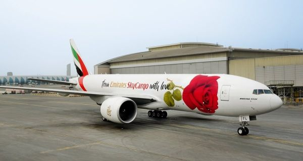 情人节在即 土豪航红玫瑰涂装777货机亮相!