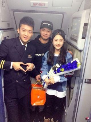 川航乘务组与旅客合力完成浪漫求婚
