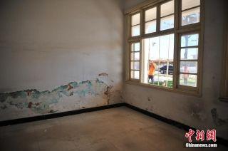 昆明抢救巫家坝机场民国候机楼:墙体浸水受损。 (摄影:刘冉阳)