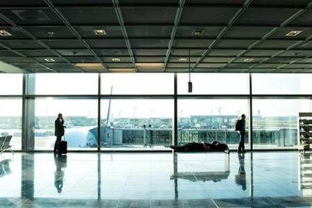 德国柏林两机场爆发罢工潮 至少210航班取消