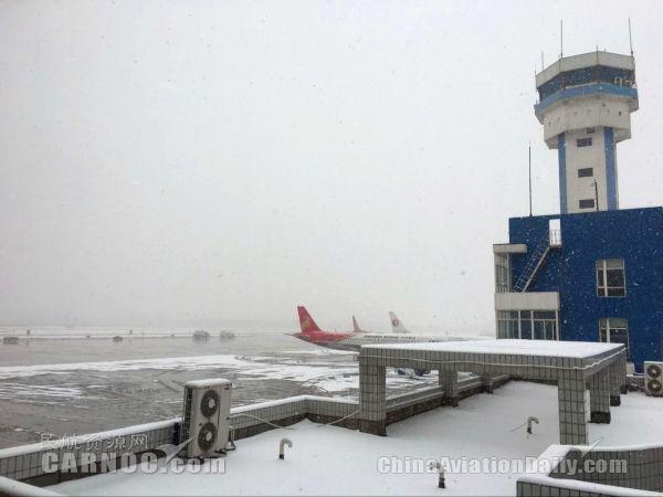 首都机场延误率达23% 全国12家机场被迫关闭