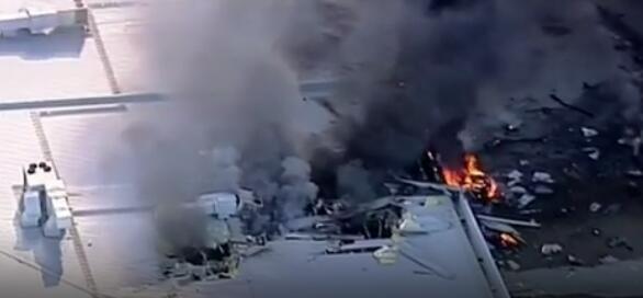 """澳小飞机遭""""灾难性引擎故障"""" 撞击商场5人遇难"""