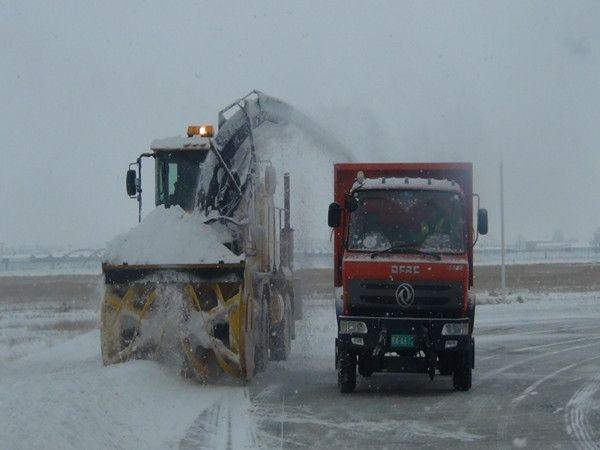 """呼和浩特机场""""不息航""""除雪形式担任暴雪磨折"""