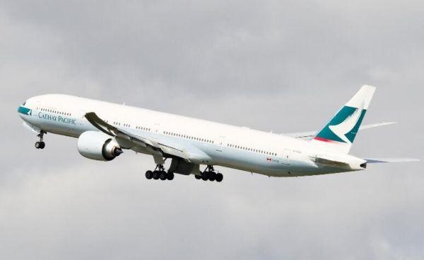 国泰客机东海上空发动机漏油 紧急备降台北