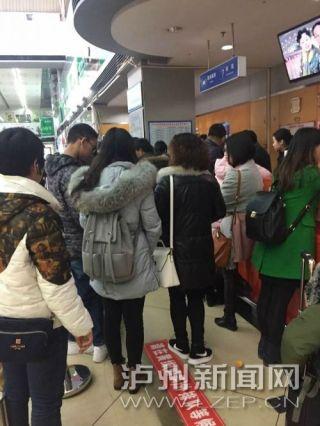 航司超售机票 十余位乘客买了机票却无法登机