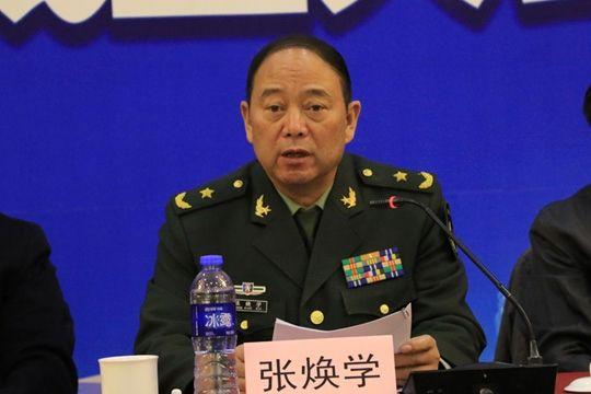 河北省军区副司令员张焕学。