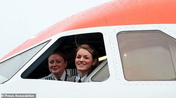 【组图】全球最年轻女机长执飞全女性机组航班