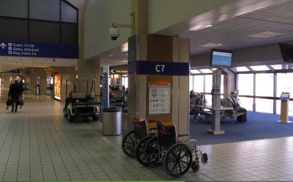 候机大厅的轮椅