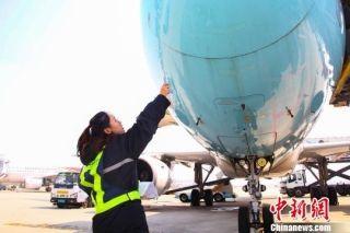 女机务员的蓝天梦:工匠精神护航飞行安全