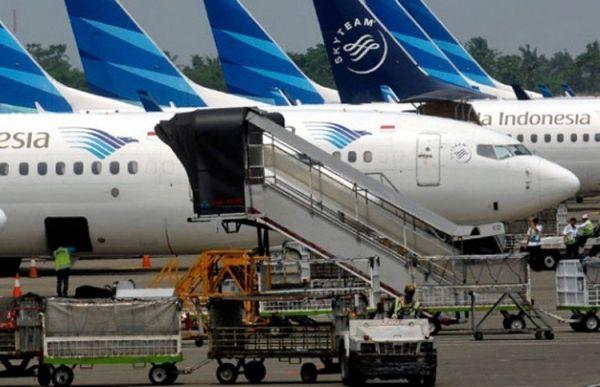 """印尼两男子钻轮舱欲""""蹭飞机""""出国 起飞前被抓获"""