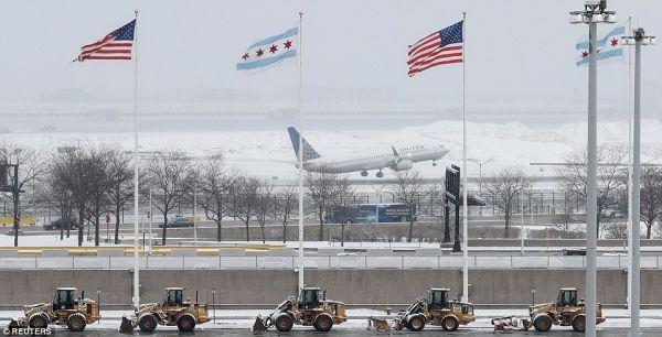 美国东北部大暴雪来袭!5000多架次航班取消