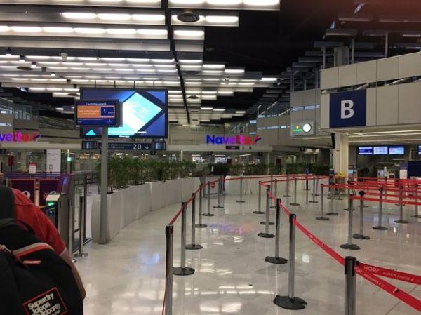 事件发生后,奥利机场内部空荡荡。来源:推特