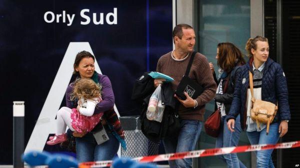 巴黎机场夺枪被杀男子疑似为伊斯兰激进分子