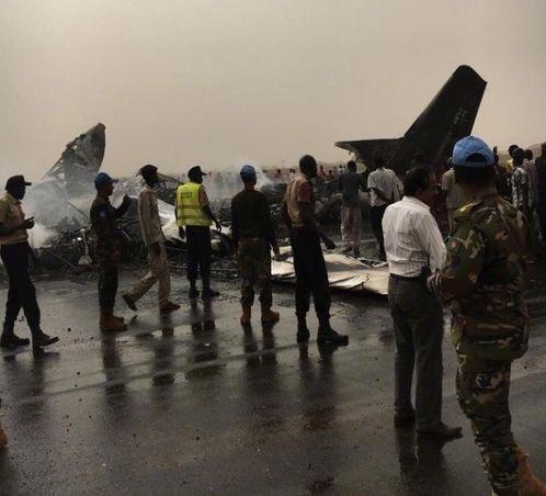 小型客机在南苏丹着陆时坠毁 机上人员奇迹生还