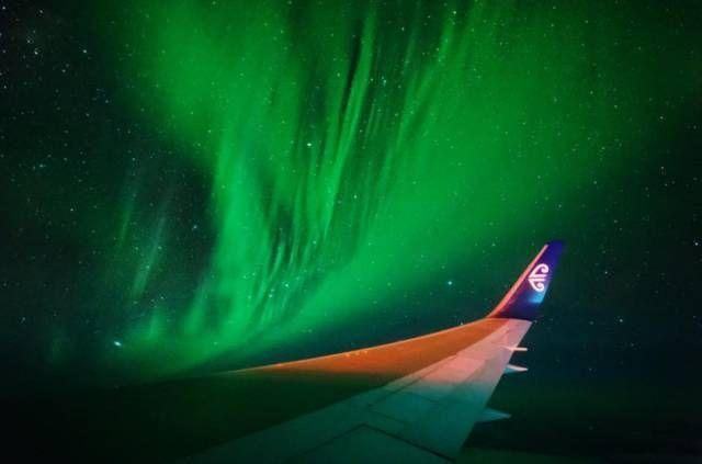 美哭了!全球首个专门观赏极光的航班梦幻归来