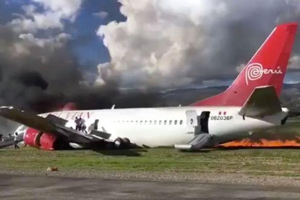 硬着陆软着陆_图:秘鲁客机硬着陆后起火  图片来自推特