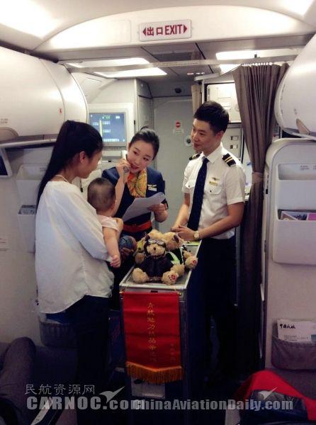 """青岛航空感恩母亲节 暖心航班""""为爱发声"""""""