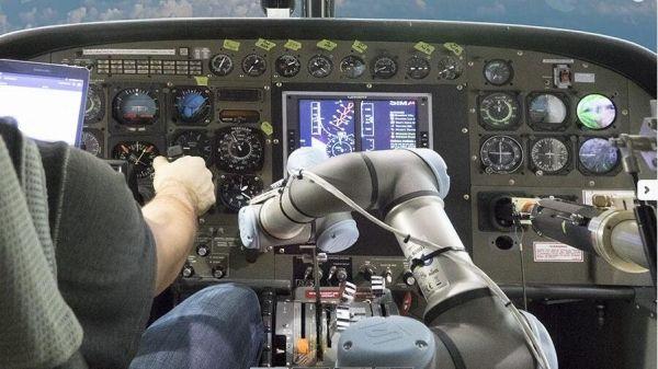 美测试新技术 机器人副驾操纵737飞机