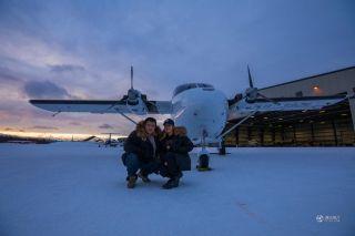 中国情侣自驾国产飞机 揭秘冰原驯鹿人