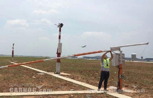 湖南空管分局更换风杆航空障碍灯