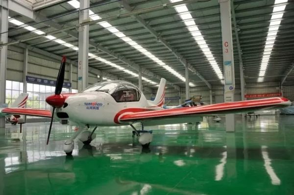 国内首款高原型轻型运动飞机获型号设计批准书