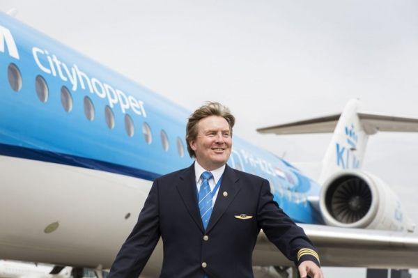 """荷兰国王披露""""双面人生"""" 秘密兼职飞行员21年"""