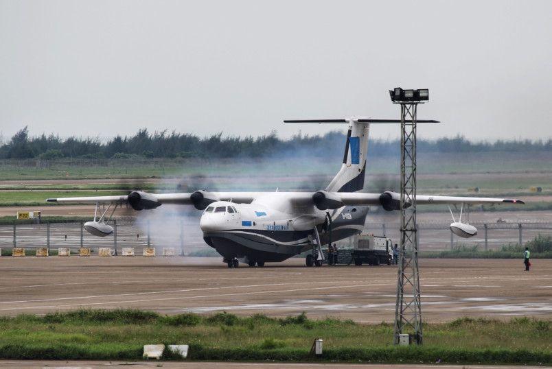 AG600水陆两栖飞机成功完成低速滑行试验