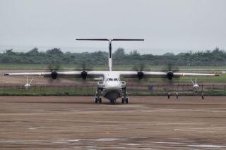 5月20日,由中国航空工业集团公司自主研制的大型灭火/水上救援水陆两栖飞机(AG600)成功完成首次低速滑行试验,此前曾于4月30日完成首次地面滑行试验。自2016年底AG600飞机推出总装以来,陆续完成了各系统通电/功能检查、测试改装及调试、机上地面试验、全机共振试验等工作。