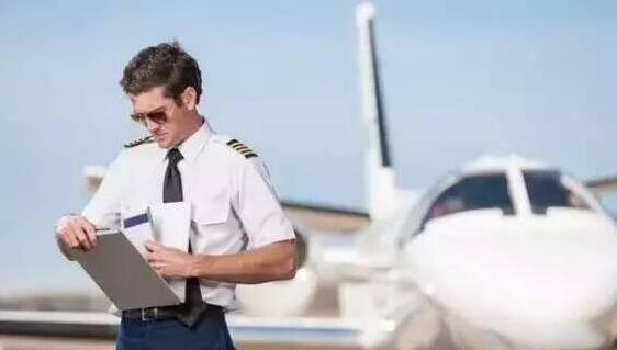 解惑:为什么起飞前得拿着检查单逐项检查?