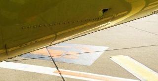 起飞前乘客发现机身有大洞 机组还坚持起飞?